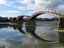 日本三大名橋の錦帯橋まで徒歩約3分です。