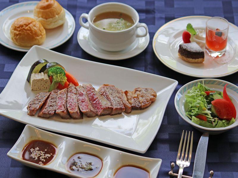 ご当地自慢【飛騨牛ステーキ】キ200グラムをメインにしたステーキディナーコースです。