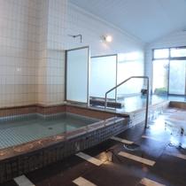 *広々とした大浴場でゆったりとお寛ぎください