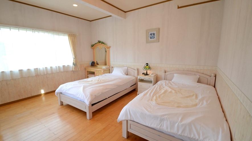 【洋室】ベッド派の方に人気♪ツインベッドルームです。