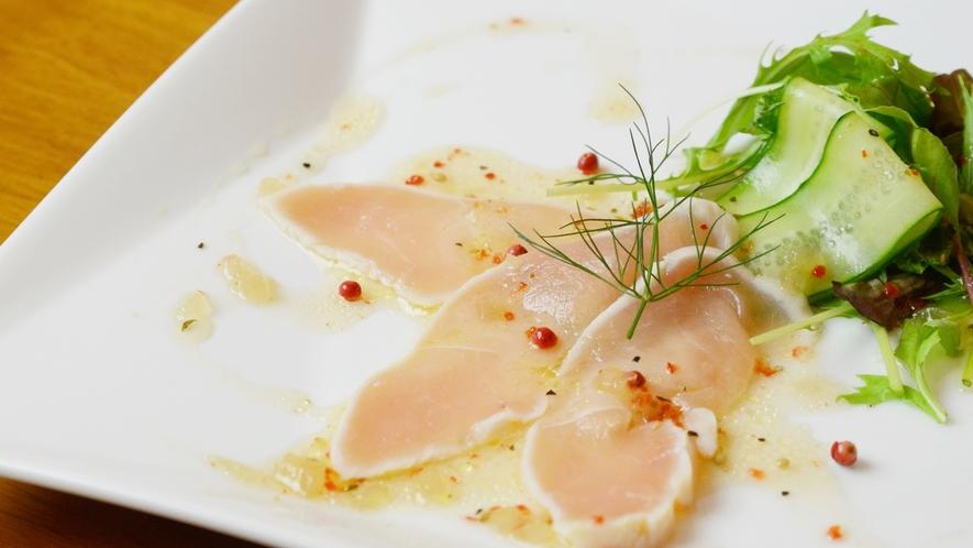 【前菜一例】オーナー手作りの和洋折衷の創作料理。