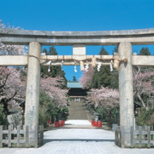 国の重要文化財指定神社。ホテルより車で7分【東照宮】