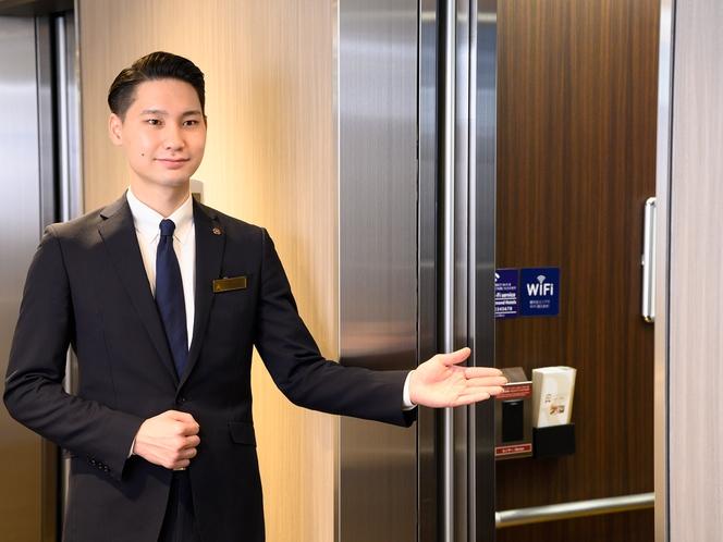 エレベーターはセキュリティセンサー付き