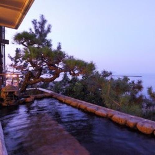 2階男性側大浴場の露天風呂
