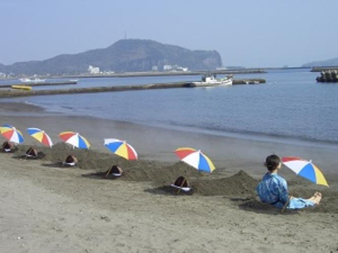 海辺の天然砂むし温泉まで当館からなんと徒歩で1~2分!立地にも恵まれております(^^)