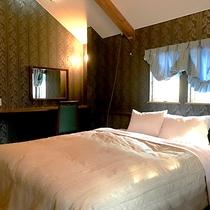 ・スタンダードB/寝室にはダブルベッドを1台ご用意