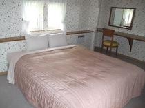 カップルルーム寝室