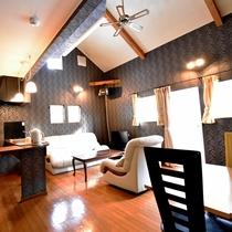 ・ファミリーA/リビングルームにはソファとダイニングテーブルを設置