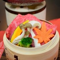 神戸牛と松茸のセイロ蒸し