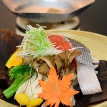 銀鮭と木の子の朴葉味噌焼き