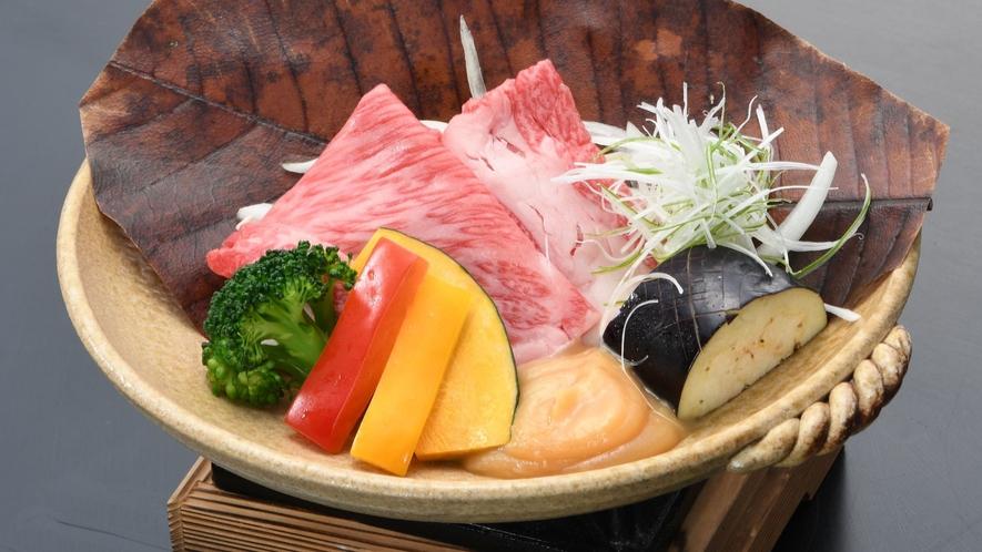 【牛肉ときのこの朴葉味噌焼き】