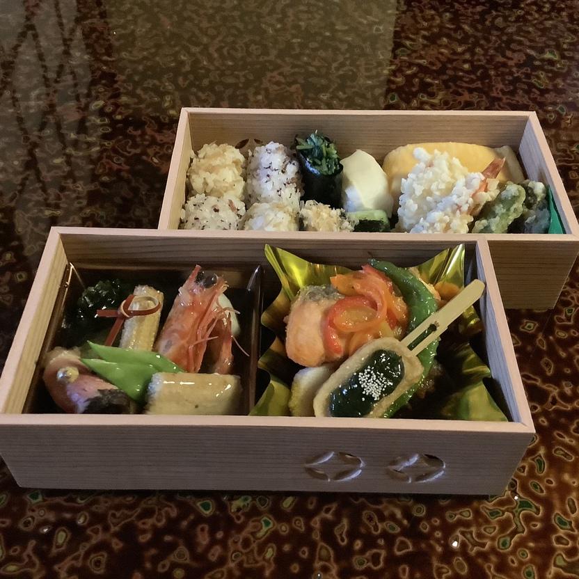 祇園花咲(京懐石料理屋さん)禿庵限定特別料理の夕食用のお弁当。