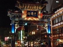 夜の中華街・東門