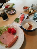 朝食(郷土料理を取り入れた和食)