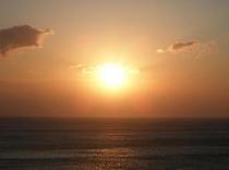 ホテルの目の前は絶景の大海原。水平線より昇る日の出は絶景です