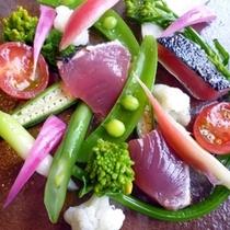 八丈産鰹と八丈春野菜のサラダ