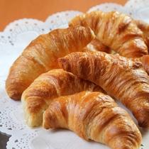 朝食 パリパリクロワッサン