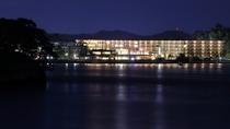 松島湾から望むマツシマセンチュリーホテルの夜景