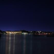 海上からのホテル夜景