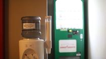各階廊下に自動販売機とウォーターディスペンサーを設置しております