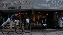 ネイビーバーガーや海軍カレー、スカジャンのお店などが密集しています
