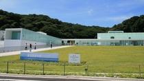横須賀美術館 ホテルより車で約20分ほど東