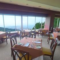 6階スカイレストラン「レトワール」(フランス料理)