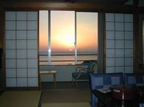 部屋からの日の出
