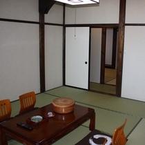 10畳+6畳の二間部屋