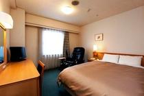【コンフォートルーム】 マッサージチェア付のお部屋でございます 広さ18㎡ ベッド幅140㎝