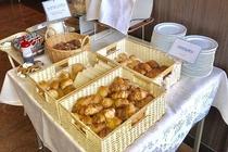 パンコーナー 日にちによって種類が異なる場合がございます(3~5種類)