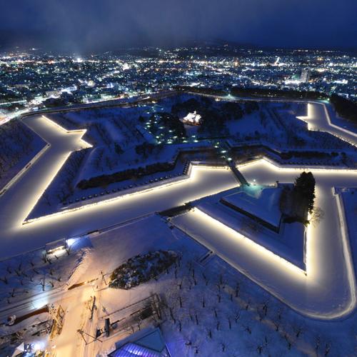 冬になると星形城塞がライトアップされます♪