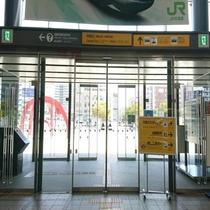 1.JR函館駅の中央口(正面)を出ます。