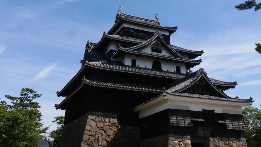 【松江城本丸から天守閣を望む】ホテルから徒歩約15分