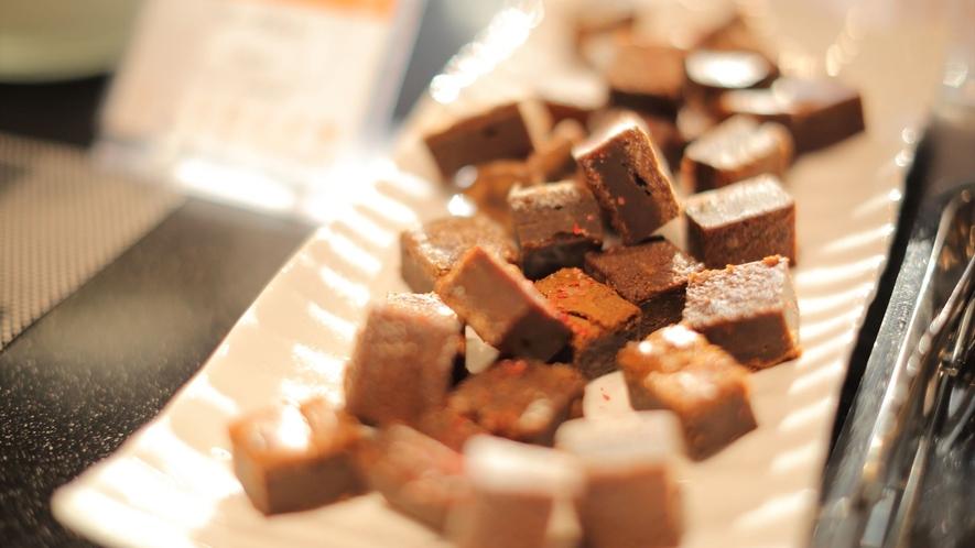 【人気の朝食バイキング】シェフ手作りのキャラメルバナナチョコブラウニー