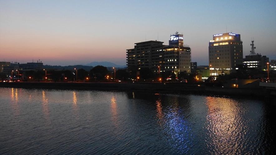 夜景・宍道湖大橋より