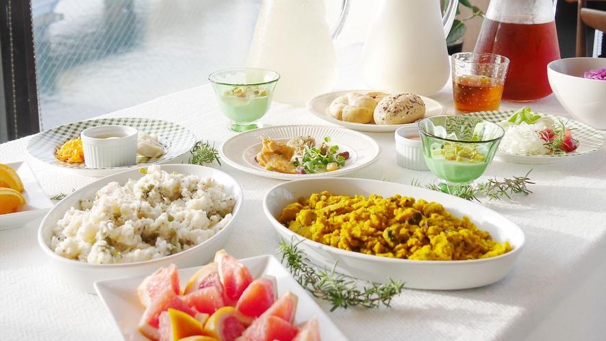 【人気の朝食バイキング】宍道湖を一望できるレストランで元気に一日をスタート!
