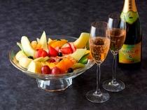 ルームサービス・スパークリングワイン&カットフルーツ盛り合わせ(イメージ)