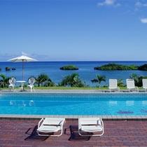 *星砂の浜のパノラマを眺めながら楽しめるプールは開放感いっぱいです!