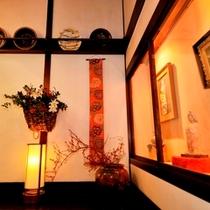 ■館内の骨董品展示