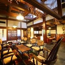 ■松本民芸家具に統一されたロビー
