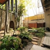 【菊風呂】菊風呂から眺められる坪庭