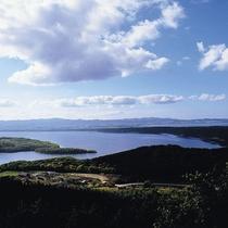 【天都山から望む網走湖】