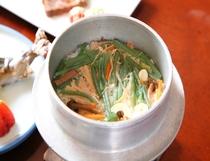 お料理の一例 山菜の釜めし