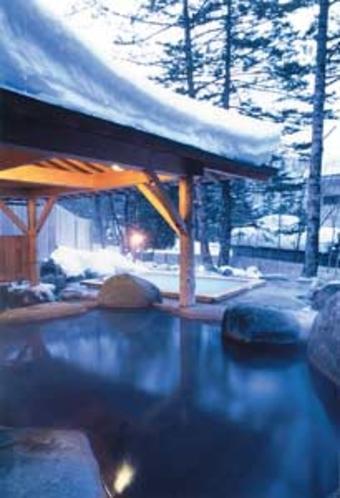 屋根のついた露天・冬