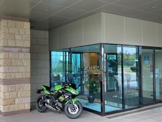【北陸ツーリング応援】バイクは屋根付スペース駐車可!あきいろ海の豊作鉄板焼きと恵みの釜めしビュッフェ
