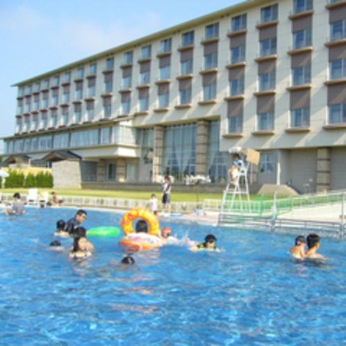プール 本館前に25mプールと幼児用プールがあります。
