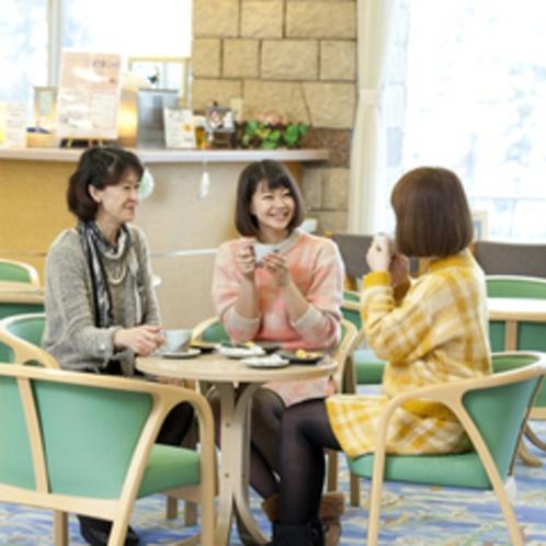 喫茶コーナー 気の合う方々とのんびりテータイムをお過ごしください。