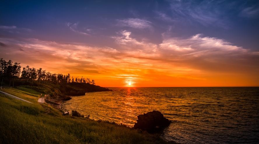 二ノ浜海岸から望む茜色の夕日