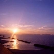 美保湾に夕陽が沈む光景はとってもロマンチック♪